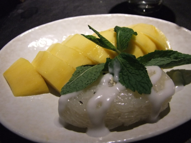 sticky rice with mango at suda