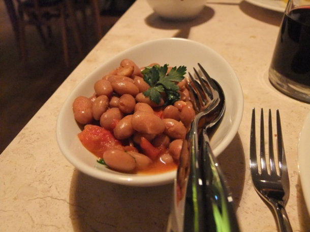 borlotti beans in chilli sauce at mele e pere