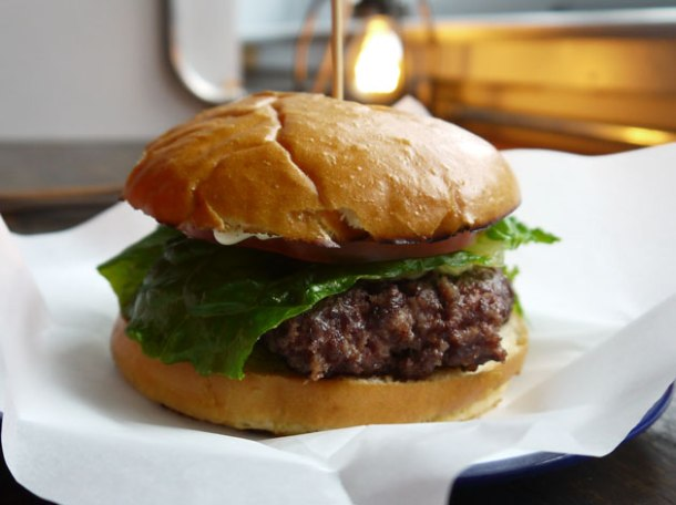 burger-at-dach-and-sons
