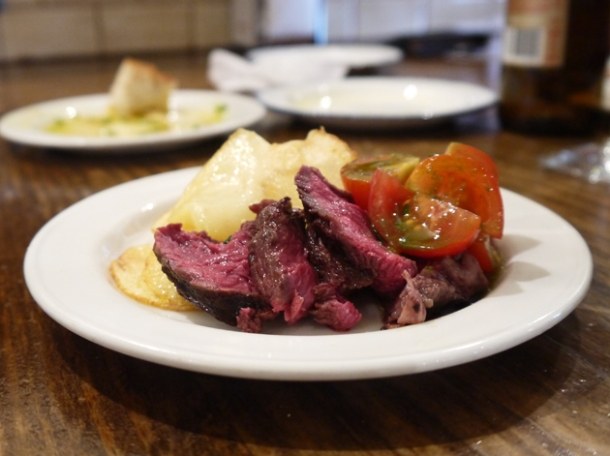 onglet with fried potatoes and tomatoes at copita