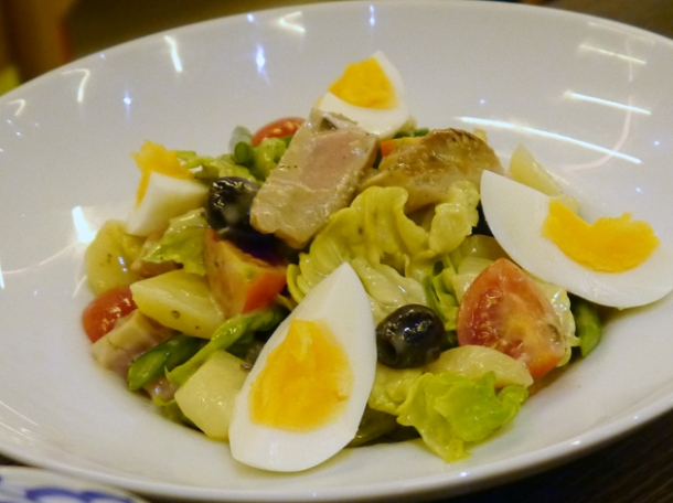 tuna niçoise salad at naamyaa cafe