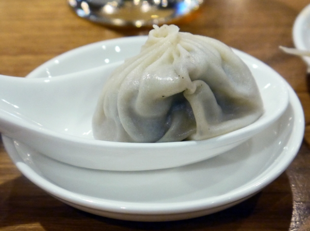 pork and black truffle xiaolongbao at din tai fung taipei 101