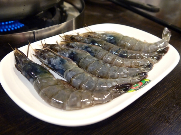 raw prawns at tian xiang huwei hot pot