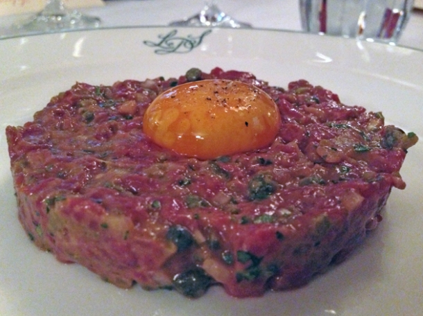 steak tartare at les deux salons