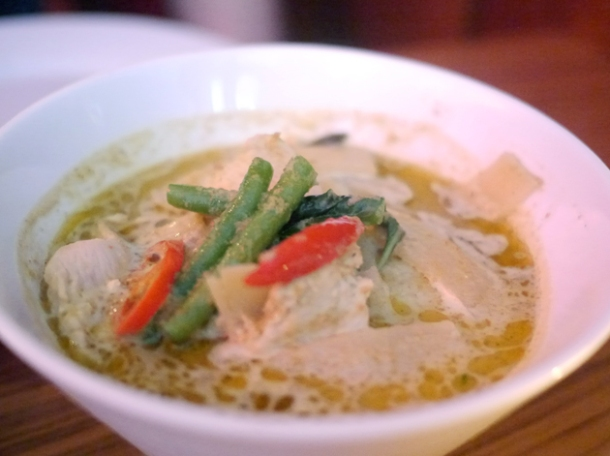 green chicken curry at janetira