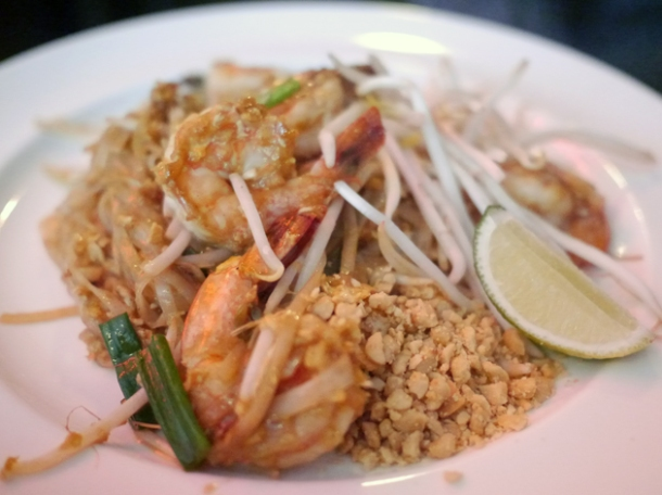 pad thai at janetira