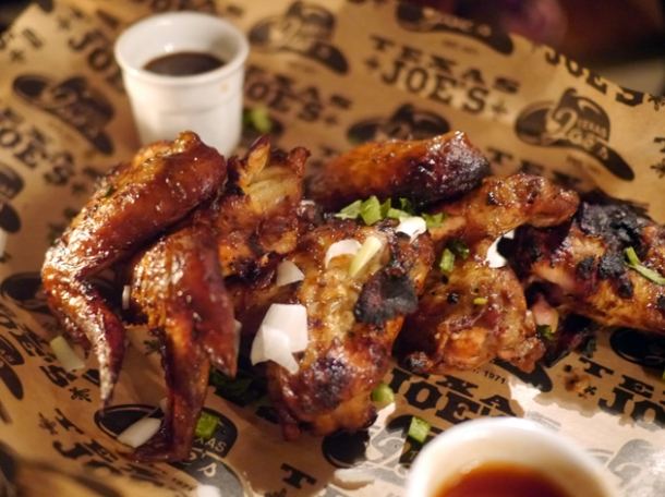 chicken wings at texas joe's shoreditch
