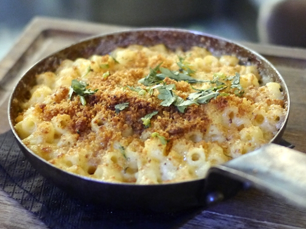 truffle macaroni & cheese at whyte and brown