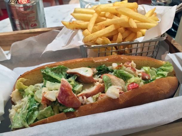 lobster roll at fraq's lobster shack