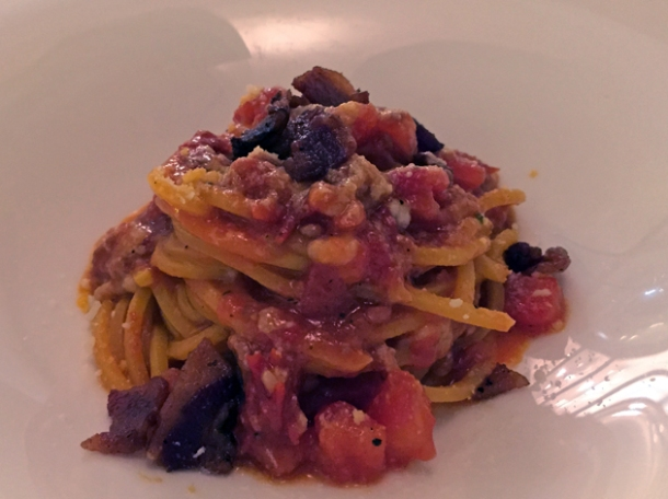 spaghetti amatriciana at antico arco