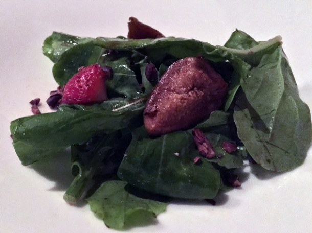 rocket salad with figs and strawberries at rosas y xoxolate