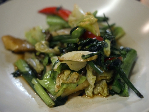 stir fried vegetables at som saa commercial street