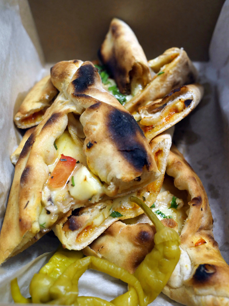 chicken and halloumi pide from pide oven