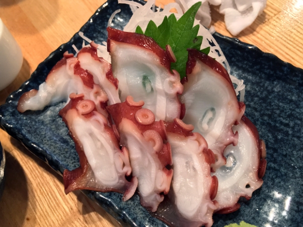 octopus sashimi at sakagurakomachuu