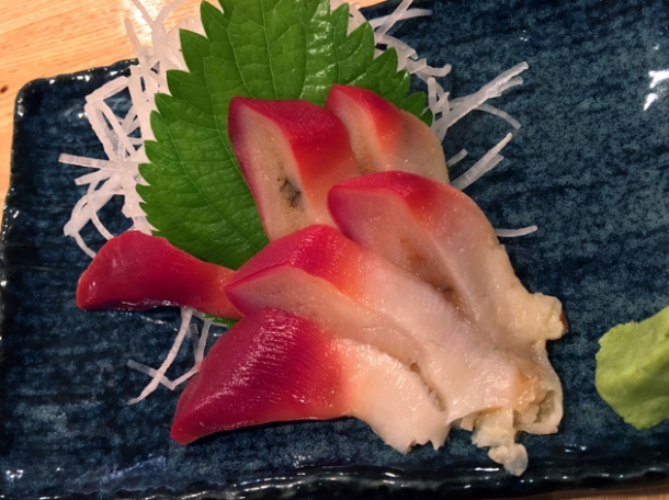 surf clam sashimi at sakagurakomachuu