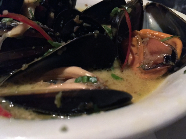 mussels green curry at farang highbury