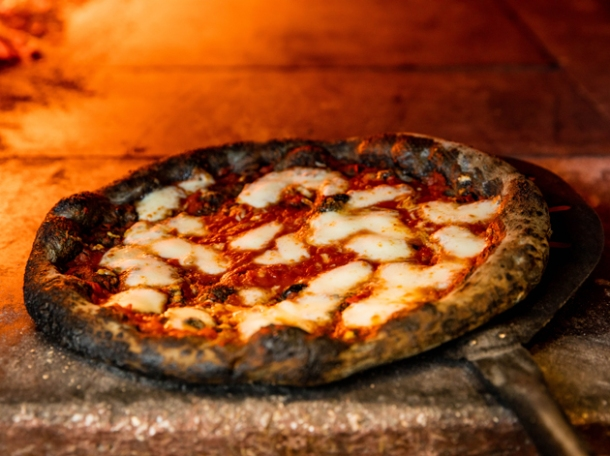 pizzicotto activated charcoal pizza
