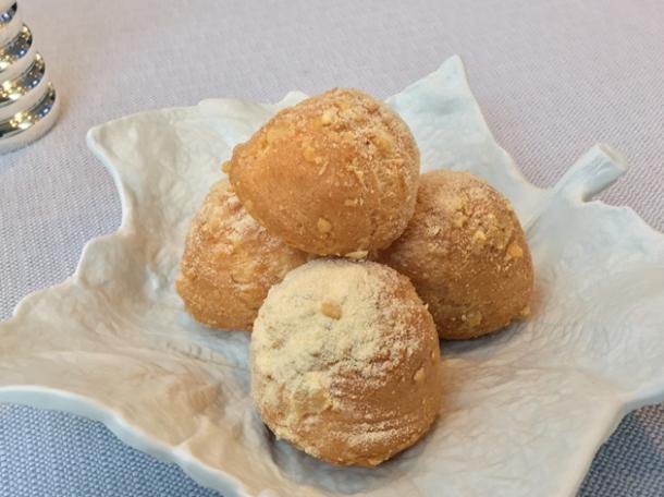 parmesan bread balls amuse bouche at claude bosi bibendum