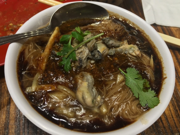 oyster noodle soup at old tree daiwan bee