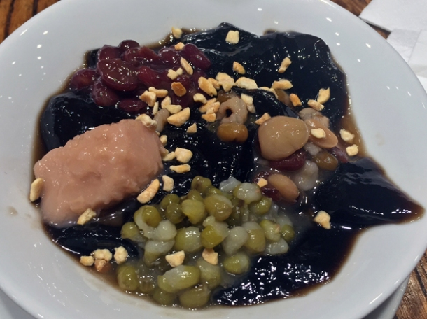 taiwanese herbal jelly with mixed beans, taro and pearls at old tree daiwan bee