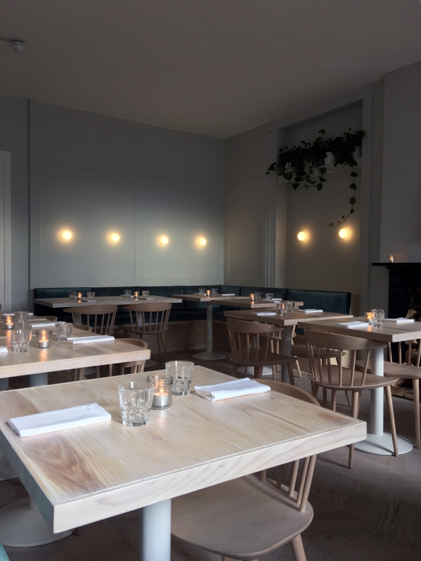 Coal rooms peckham review a train station restaurant for Q station dining room