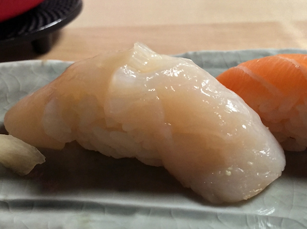 scallop sushi at yen the strand