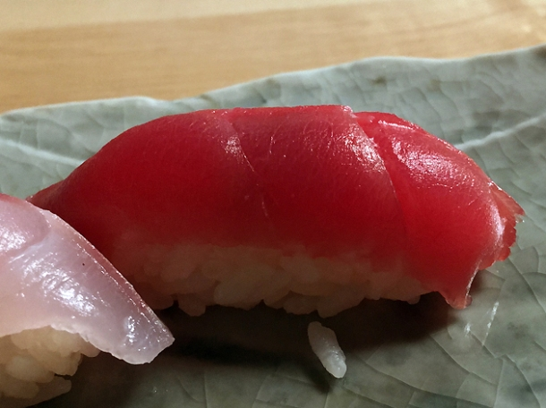 tuna sushi at yen the strand