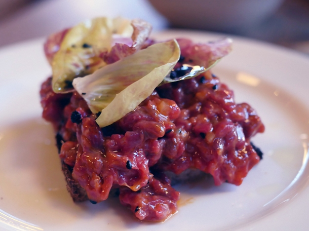 beef tartar at brat