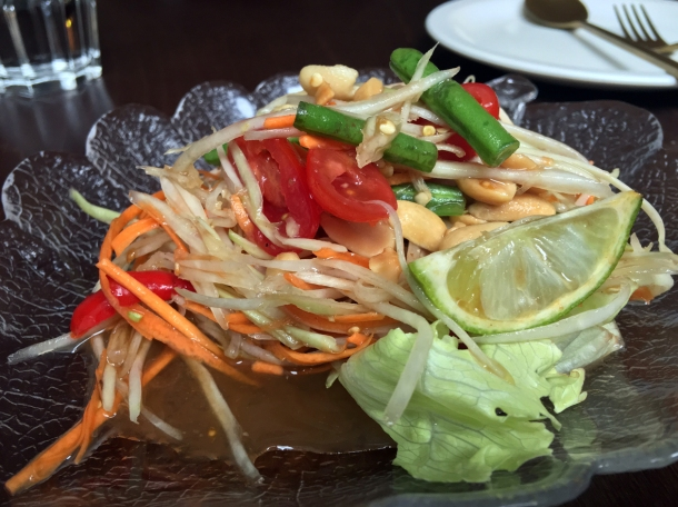 som tam salad at kin + deum
