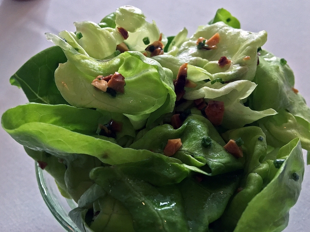 illustrative photo of the green salad with hazelnuts at Myrtle