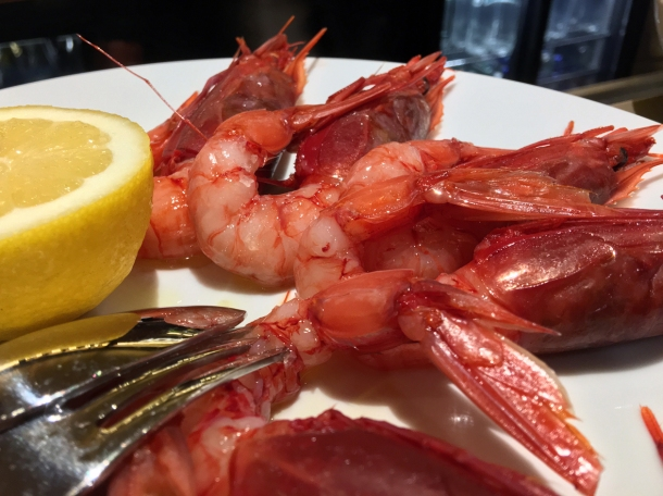 illustrative photo of the raw red prawns at Pescheria Assunta