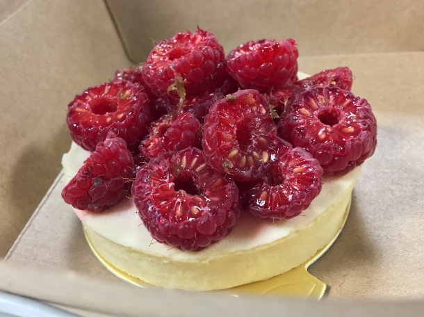 illustrative photo of the raspberry mini cheesecake from Nina Metayer at Mercato Metropolitano Southwark
