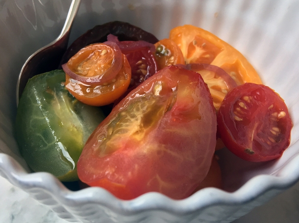 illustrative photo of the tomato and shallow salad at Siren at The Goring Hotel