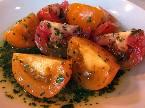 illustrative photo of the tomatoes in vinaigrette at Bar Douro